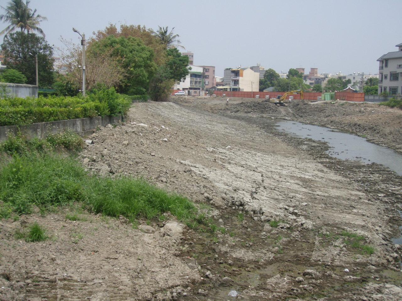 月津港公園建設已10年前,當時即採以抽乾水池方式施做(圖為民國97年施工情況)