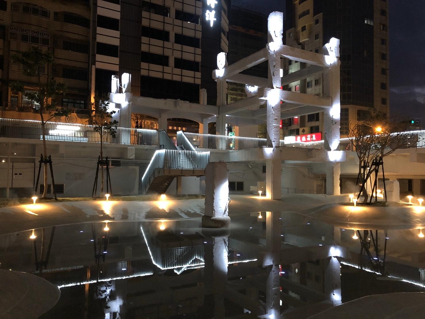 河樂廣場遺構夜景水中倒映