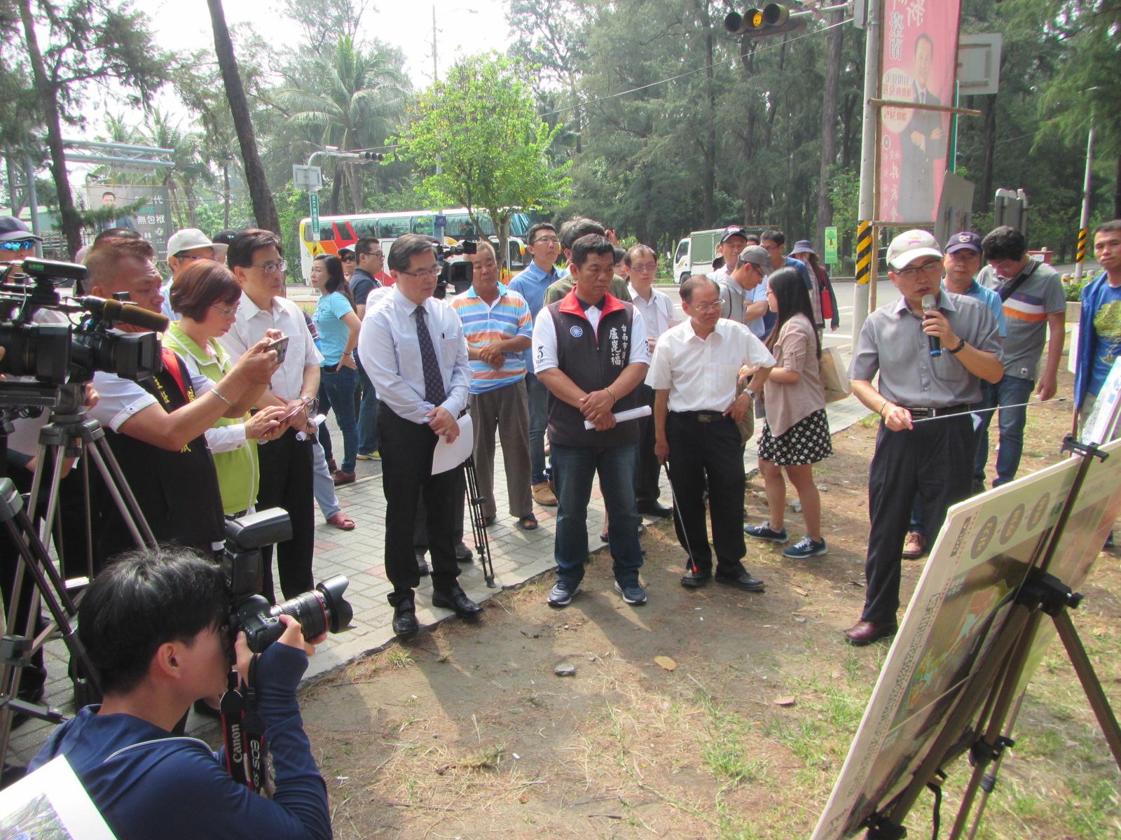 市長聆聽各單位對漁光島周邊發展的簡報
