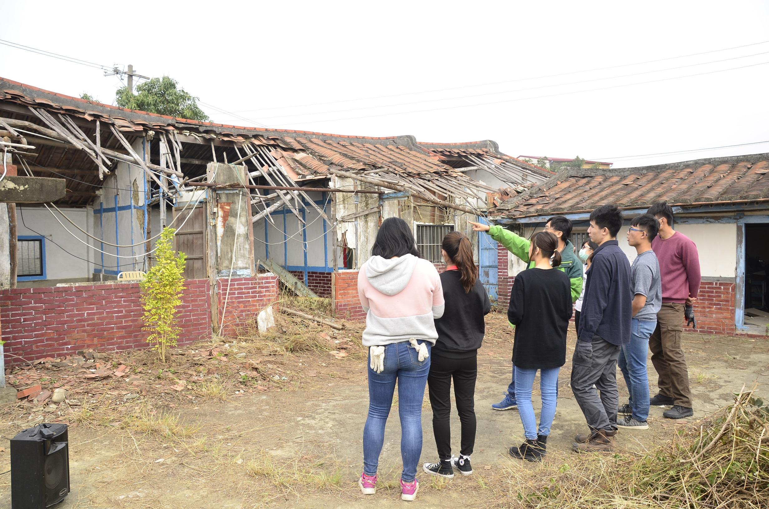 荒廢的老屋雖已塌陷,尚可窺見傳統建造工法.jpg